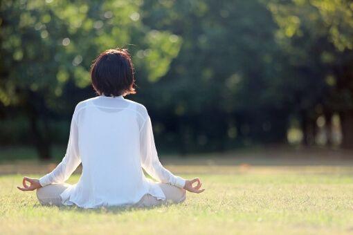 休憩を適度にとり、瞑想やグリーンエクササイズを行う